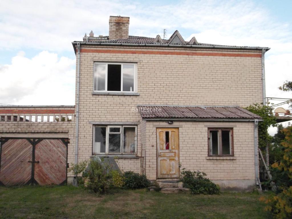 Кирпичный дом с гаражом в Радвилишкском районе